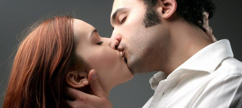 Is it ok to kiss on a first date