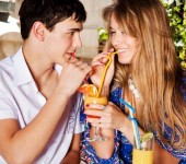 Worst and best foods to eat on a first date